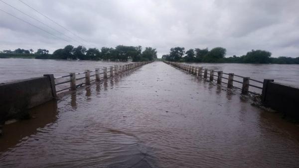 यह पढ़ें: Red Alert: भारी बारिश के कारण कर्नाटक में स्थिति गंभीर, 5 की मौत, स्कूल-कॉलेज बंद