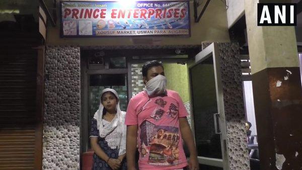<strong>ये भी पढ़ें: अलीगढ़: सदस्यता अभियान चलाने पर भाजपा नेत्री के पति पर हमला</strong>