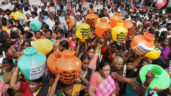 <strong>पढ़ें- पानी का संकट: जानें कौन-कौन से राज्य हैं खतरे में </strong>