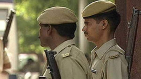 इसे भी पढ़ें- चंडीगढ़ के पीजी में दो बहनों की गला रेतकर हत्या, सीसीटीवी फुटेज में दिखा आरोपी