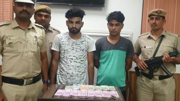 पढ़ें: दिल्ली पुलिस को फोन कर कहा- मेरे साढ़े 16 लाख कार सवार बदमाशों ने लूट लिए हैं, फिर खुद ही निकला चोर