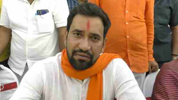 bjp leader dinesh lal yadav nirahua statement on akhilesh yadav