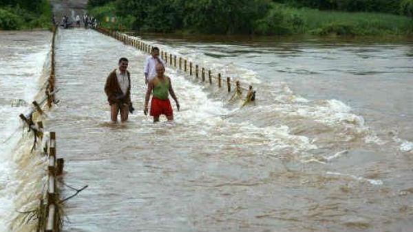 यह पढ़ें: देश के 9 राज्यों में बाढ़ से त्राहिमाम, 221 लोगों की मौत, आज भी अलर्ट जारी