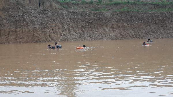 <strong>चूरू दर्दनाक हादसा: गांव गोपालपुरा के 4 युवक खान में डूबे, एक का शव मिला, तीन की तलाश जारी </strong>