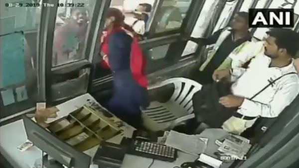 employee slapped by a car driver at toll plaza in haryana