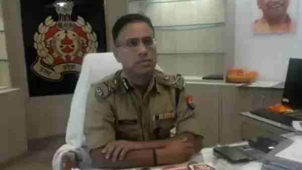 a common man sent a letter of appreciation to Agra IG and a reward of 500 rupees