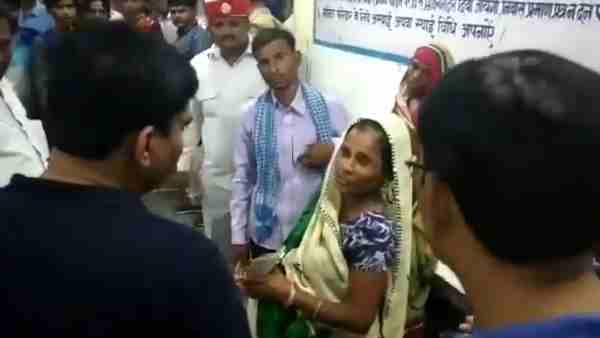 shahjahanpur dm misbehave with a pregnant woman dies after delivery