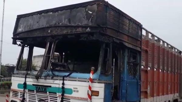 <strong>जयपुर उपद्रव VIDEO: एक दर्जन गाड़ियों के शीशे तोड़े, 5 पुलिसकर्मियों समेत 15 घायल, इंटरनेट सेवाएं बंद</strong>