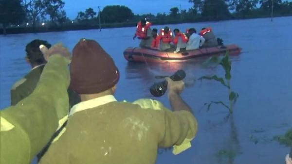 कर्नाटक में बाढ़ से 7 की मौत, 26 हजार लोगों को सुरक्षित बचाया गया