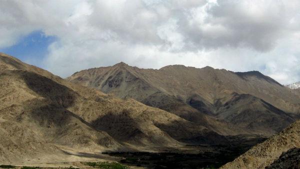 यह पढ़ें:#Artical370: जम्मू-कश्मीर और लद्दाख के केंद्र शासित प्रदेश बनने से क्या पड़ेगा फर्क?