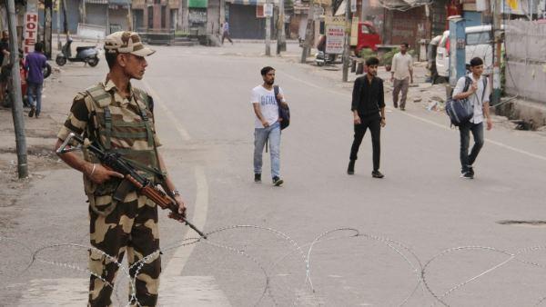 जम्मू कश्मीर: सरकारी कर्मचारियों को तुरंत काम पर लौटने का आदेश, सांबा में कल से खुलेंगे स्कूल-कॉलेज