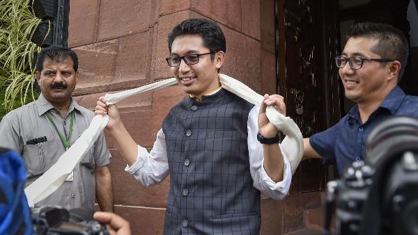 <strong>ये भी पढ़ें- Article 370: संसद में दमदार भाषण के बाद अब BJP सांसद नामग्याल ने ट्वीट कर कही ये बात</strong>