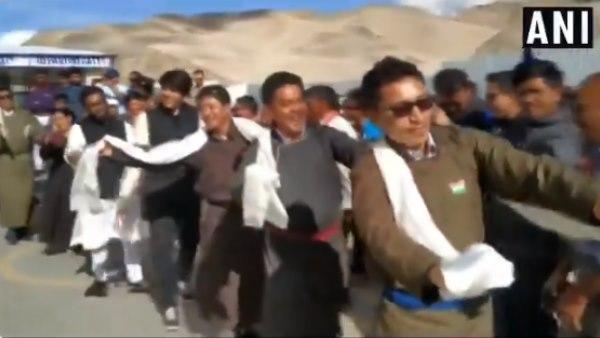 370 पर भाषण से चर्चा में आए लद्दाख के भाजपा सांसद का जोरदार डांस, वीडियो
