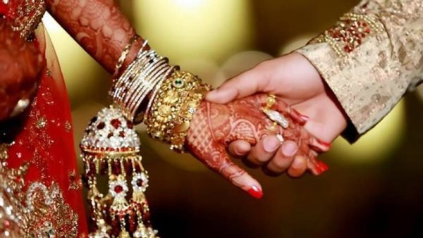 father said if daughter marry with inter caste boy she will shoot