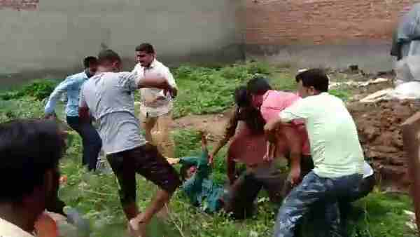 Father and his son brutally beaten in mathura