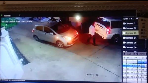 पढ़ें: स्कॉर्पियो सवार शराबी लड़के दिल्ली में देर रात घर के बाहर बजाते रहे हॉर्न, युवक ने रोका तो मारकर भाग गए