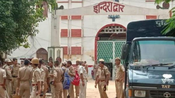 <strong> ये भी पढ़ें: प्रयागराज: जम्मू कश्मीर के 20 खूंखार आतंकी नैनी सेंट्रल जेल में शिफ्ट, बढ़ाई गई सुरक्षा</strong>
