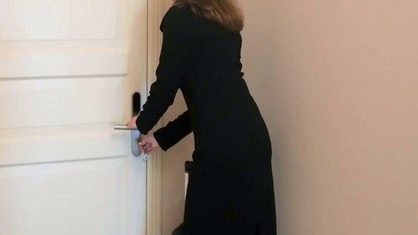 ये भी पढ़ें:- कमरे का दरवाजा बीवी ने खोला तो देखा- पति किसी और युवती के साथ...जानिए फिर क्या हुआ