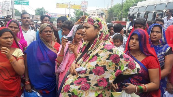 Pregnant Womens protest outside of District hospital Chhatarpur MP
