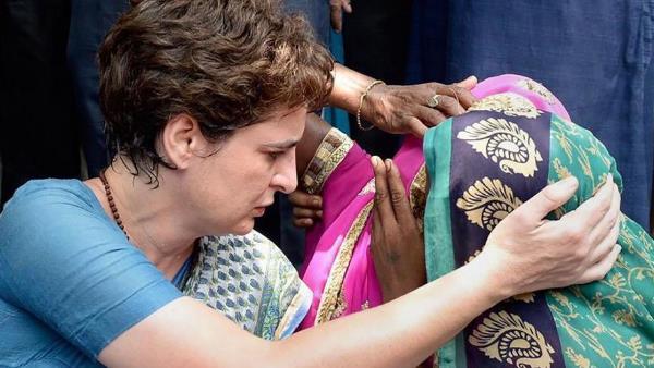 <strong>ये भी पढ़ें: सोनभद्र नरसंहार के पीड़ितों से मिलने के लिए रवाना हुईं प्रियंका गांधी, किया ये ट्वीट</strong>