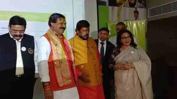 Athawale targets Mayawati