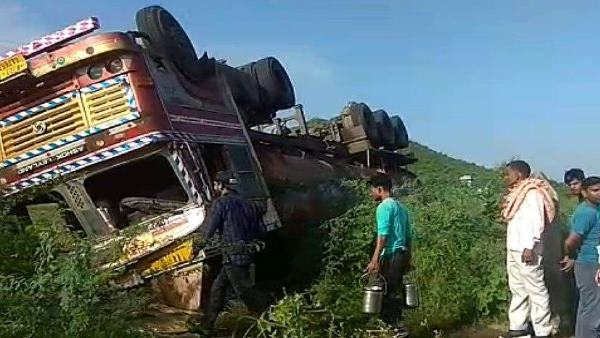 Refined Oil Tanker Overturned in patan Neemkatahan Sikar
