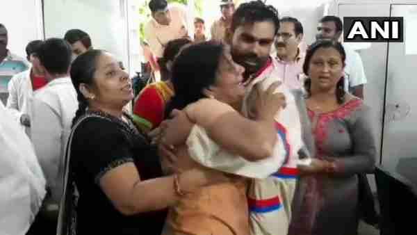 <strong>ये भी पढ़ें:- सहारनपुर में डबल मर्डर से मचा हड़कंप, पत्रकार और उसके सगे भाई की गोली मारकर हत्या</strong>