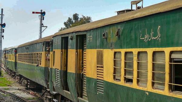 इसे भी पढ़ें- कश्मीर मुद्दे पर बौखलाए पाकिस्तान ने सस्पेंड की समझौता एक्सप्रेस, अटारी में फंसे यात्री