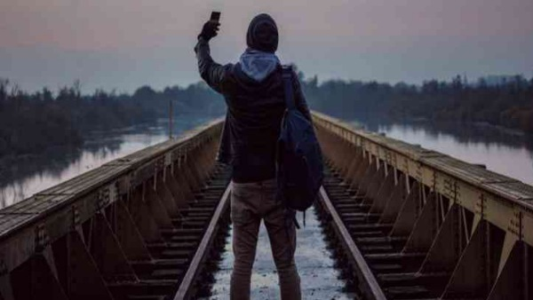 three youth died from train while taking selfie in bihar