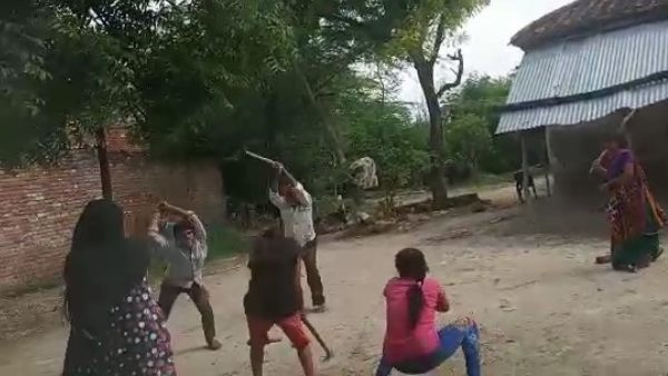 woman with two daughter brutally beaten up by goons in amethi