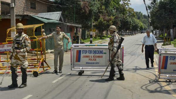 ये भी पढ़ें:श्रीनगर में 10,000 लोगों के विरोध प्रदर्शन की खबरों को गृह मंत्रालय ने बताया मनगढ़ंत