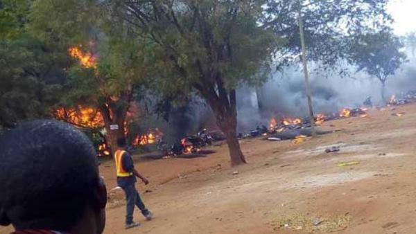 <strong> तंजानिया: टैंकर विस्फोट में 62 लोगों की मौत, लूट रहे थे तेल तभी हुआ धमाका</strong>