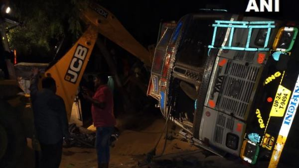9 people died after a truck overturned in Badauns Allapur area
