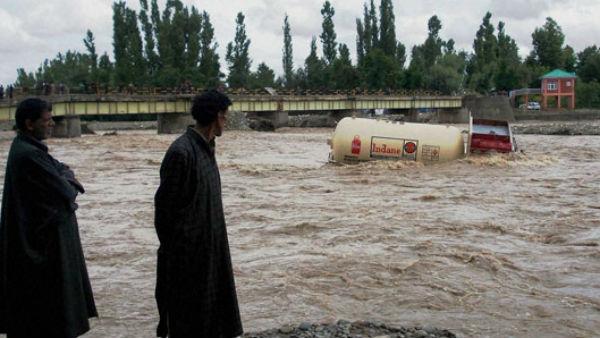 यह पढें:IMD Alert: उत्तराखंड और महाराष्ट्र में भारी बारिश का अलर्ट, चमोली में स्कूल-कॉलेज बंद