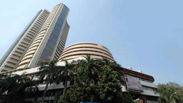 The stock market closed with big fall Sensex fell 127 points Nifty down 12000
