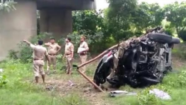three Died in Car accident on yamuna expressway in greater Noida