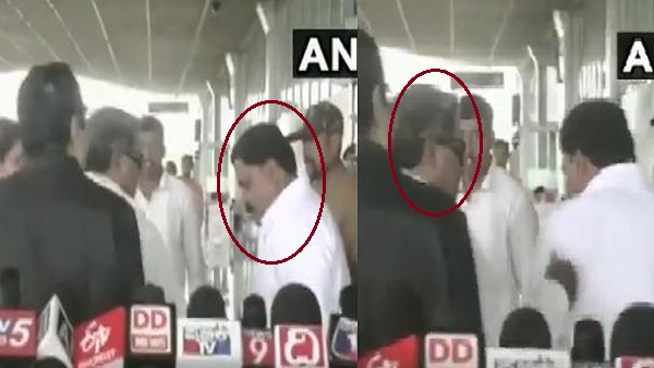 Karnatakas former Chief Minister Siddaramaiah slaps his aide outside Mysuru Airport