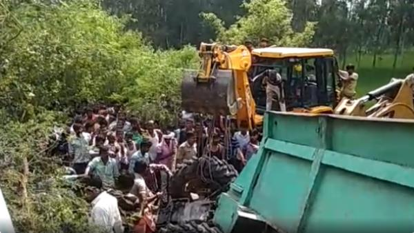 two dead many injured road accident in sitapur