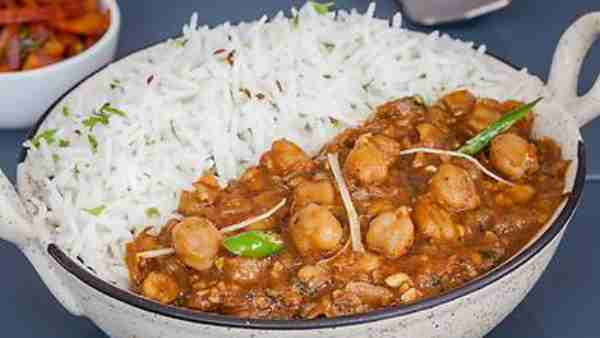 Students angry over serving meat in Chole Chawal