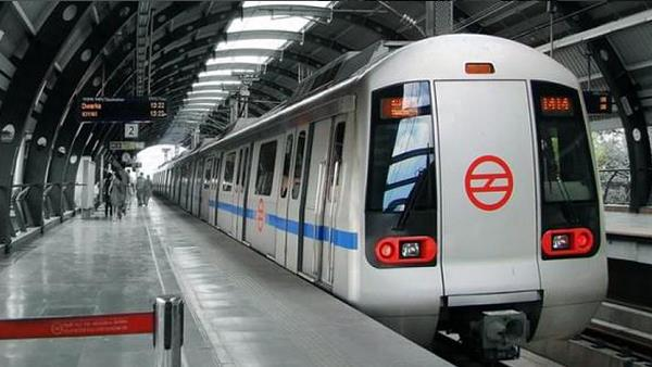 55-years-old man end his life by jumping in front of delhi metro train