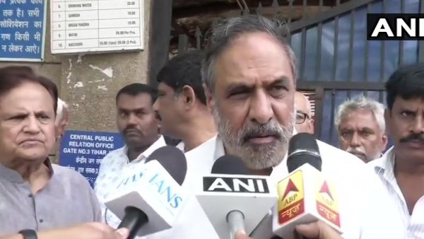 Congress leaders Ahmed Patel and Anand Sharma at Tihar jail to meet DK Shivakumar