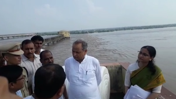 Flood in 49 Village Dholpur Due to Kota Chambal Barrage water release
