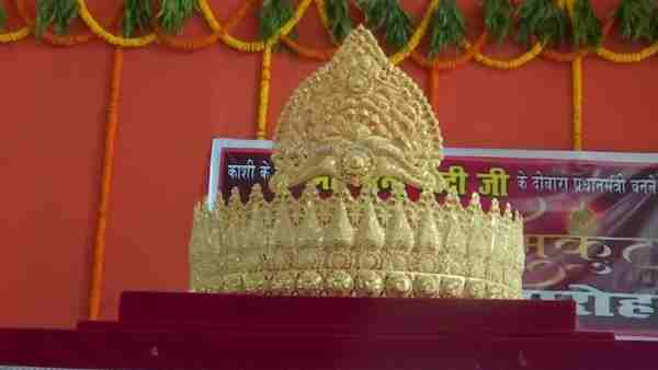 Arvind Singh a fan of PM Modi offered a gold crown to Sankat Mochan Temple