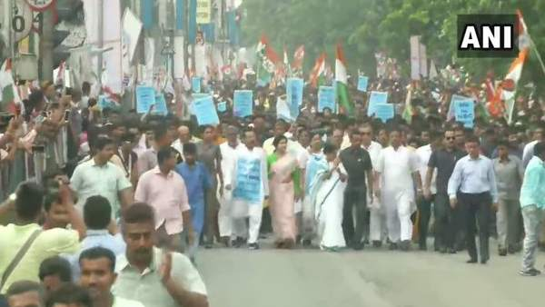 West Bengal cm Mamata Banerjee took out a rally in Kolkata to protest against NRC in Assam