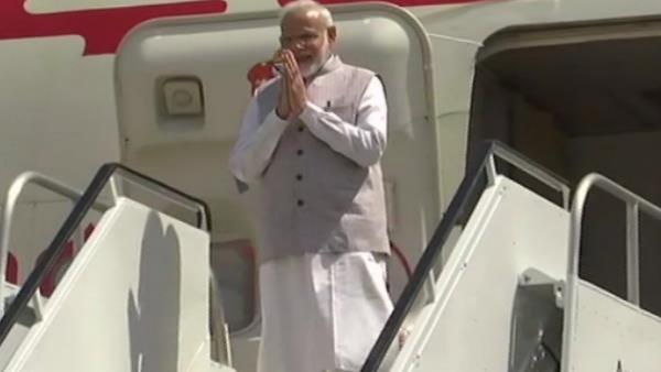 Pm Narendra Modi arrives at Houston in us,take part in howdy modi event
