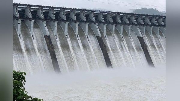 नर्मदा बांध में पहली बार भरा 442 फीट पानी, PM मोदी बोले- ये खबर आपको रोमांचित कर देगी