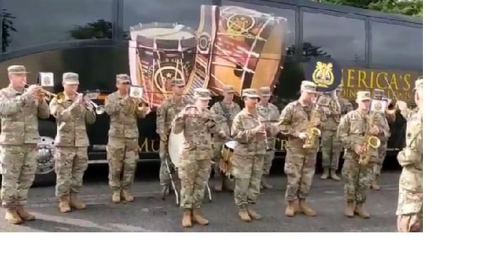 <strong>इसे भी पढ़ें- संयुक्त अभ्यास के दौरान अमेरिकी सेना के जवानों ने बजाई 'जन-गण-मन' की धुन, लोगों का दिल जीत रहा है ये वीडियो</strong>
