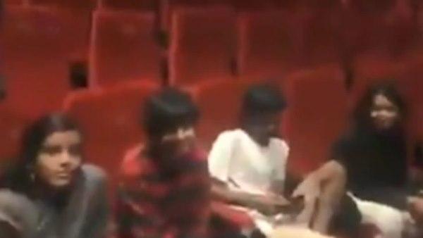 यह पढ़ें: फिल्म देखने आया परिवार राष्ट्रगान में नहीं हुआ खड़ा, तो भड़के एक्टर ने पूछा- पाकिस्तानी आतंकी हो?
