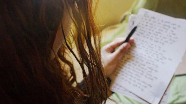 इसे भी पढ़ें- होमवर्क के बहाने सुसाइड नोट लिख रही थी बेटी, वजह जान मां के पैरों तले खिसकी जमीन