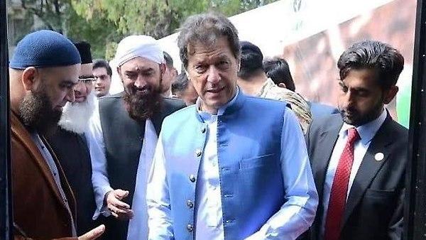 इमरान खान से लोगों ने पूछा कहां है नया पाकिस्तान, तो मिला ये जवाब